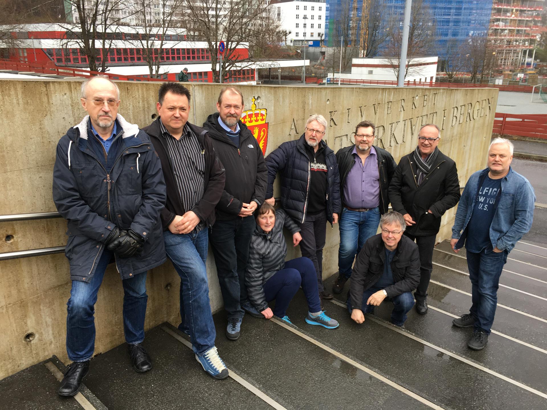 Göran Zebühr, Tom Jarane, Arne Bergo, Bente Nedrebø, Roald Synnevåg, Halvor Larsen, Freddy Van Gilbergen og Bjarne Hyldgaard.