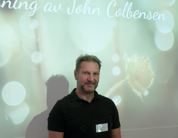 """John Colbensens foredrag """"Det lille universet"""" var en imponerende reise under knehøyde."""