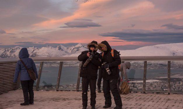 Hustadvika fotoklubb på jakt etter hval og nordlys