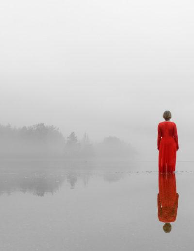 Lars-Martin Teigen: Red dress in foggy water