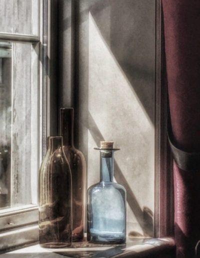 "Bente Henriksen, Tønsberg Kamera Klubb: ""Brown and blue bottles"""