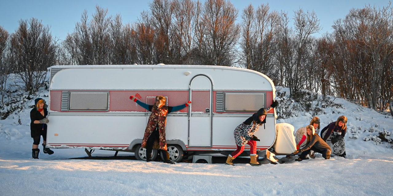 Damer fra Harstad Fotoklubb på foto- og lavvotur i minus 15